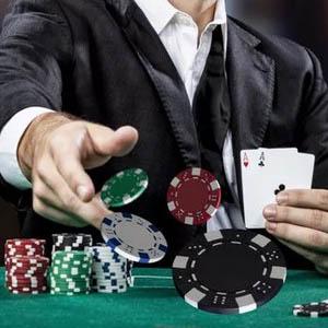 Poker oyununuzu geliştirmek için ne gibi alışkanlar edinmelisiniz ? Yazımızda detaylı biçimde açıkladık.